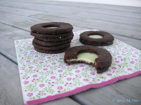 Crème de menthe & chocolate sandwich biscuits 3